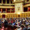 Sénat vote l'interdiction des signes religieux