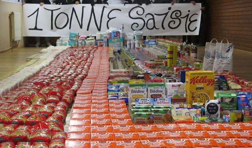 détenus de Poissy offrent des denrées alimentaires